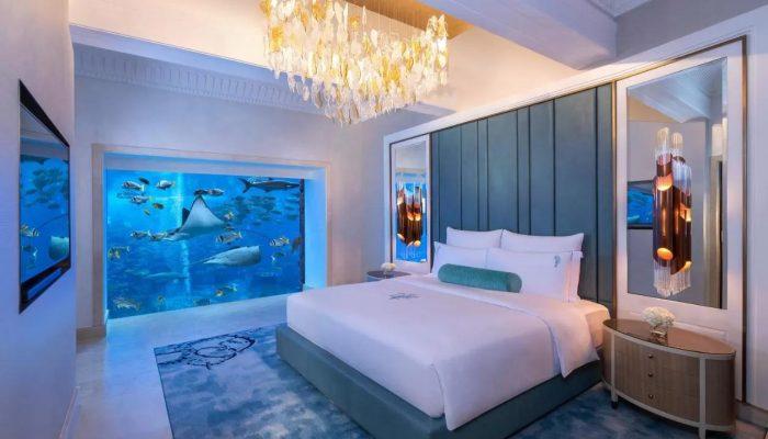 סוויטה עם חלון לאקווריום מלון אטלנטיס דה פלאם דובאי